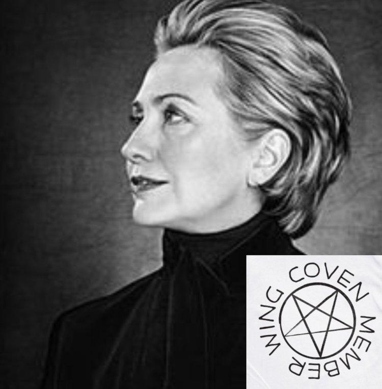 Брэдли Любящий ХРАМ САТАНЫ УСТАНАВЛИВАЕТ ПРАЗДНИЧНУЮ СТАТУЮ ВНУТРИ ЗДАНИЯ ШТАТА ИЛЛИНОЙС Hillary-clinton-member-of-witches-coven